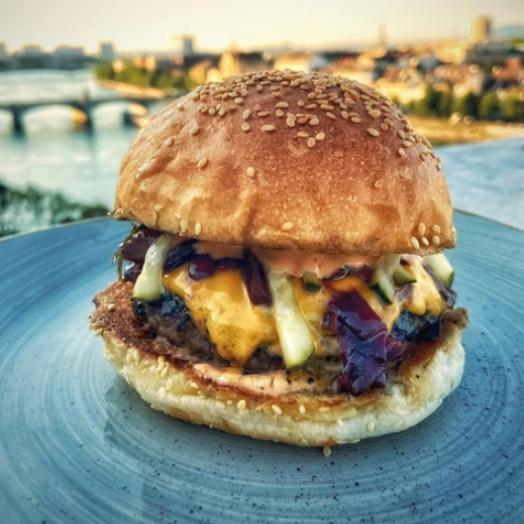 Im Angebot Cheeseburger